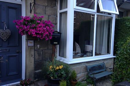 Charming Victorian Cottage - Casa