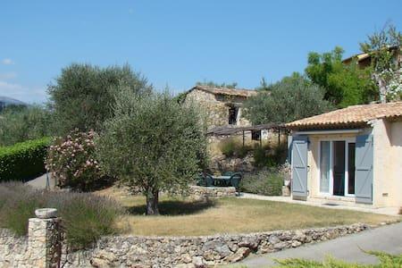 Independent studio apartment in villa (Valbonne) - Apartemen