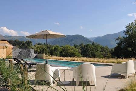 villa de luxe avec piscine isolée de tout. - Vila