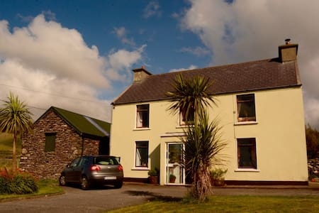 Cozy 2-storey farmhouse on a quiet cul-de-sac on the NorthWest side of the Dingle Peninsula - just a 10 minute drive from Dingle Town. Two guest rooms. Located in Upper Ballydavid it is near to Mount Brandon. I am offering Vegetarian B&B. €56/night.