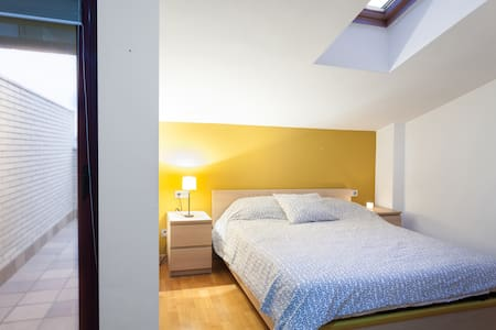 Habitación doble en duplex  a 40' de Barcelona. - Granollers