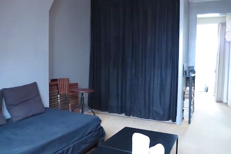 Lovely & Arty cheap flat in Paris - Appartement