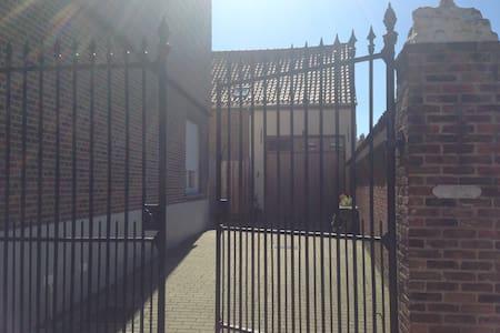 Romantic loft with lovely garden: Clos Cyril - Kampenhout - Loft