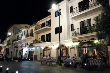 Agiou Lazarou Street Room - Pis