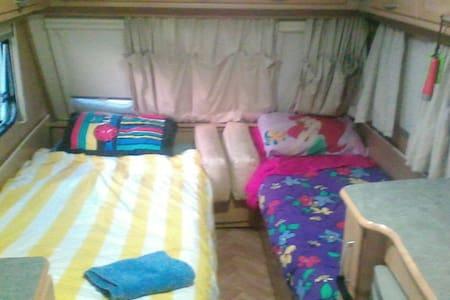 6 bed caravan airconditioned comfy - Wodonga
