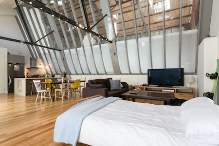 Modern warehouse converted loft - North Melbourne