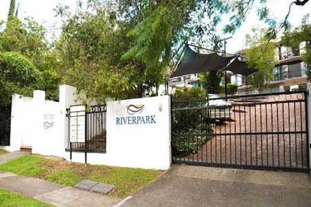 Riverpark - studio apartment - Highgate Hill - Lägenhet