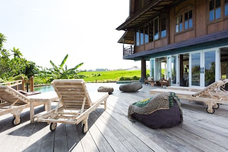 Quiet Wooden House, Pool&Breakfast - Villa