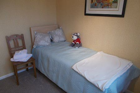 SINGLE ROOM -  VILLAGE LOCATED YORKSHIRE WOLDS WAY - Cherry Burton