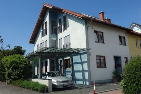 An den Weinbergen im Rheingau kompl. Dachgeschoss - Wohnung