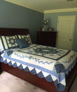 Lake Huron Sunsets Master Suite - Fort Gratiot Township - House