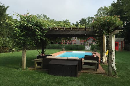 In-town Carriage House with Pool - Westhampton Beach - House
