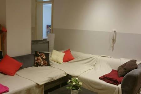Bombastic Room in the best possible location - Piso entero