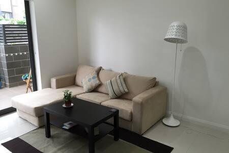 SYDNEY EntireBrand-newLoftStyleApat - Homebush - Apartmen