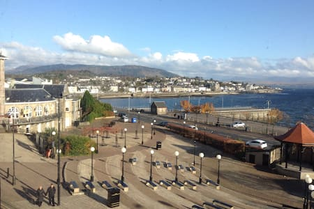 large town flat on sea front - Dunoon