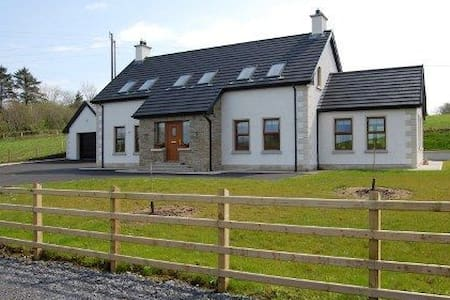 4 Bedroom Glassmullagh Cottage, County Donegal - Casa