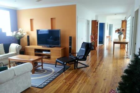 Umina Beach Getaway - 2 guest rooms - Maison