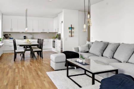 Nice three room flat, free parking. - Apartment