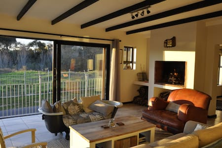 Lux guest room in private estate - House