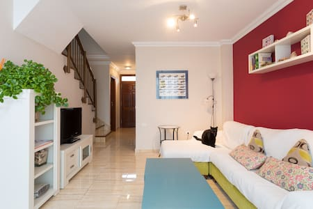 bright townhouse with large terrace - Casa