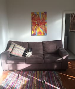 Beautiful room in cosy surf shack - Windsor - House