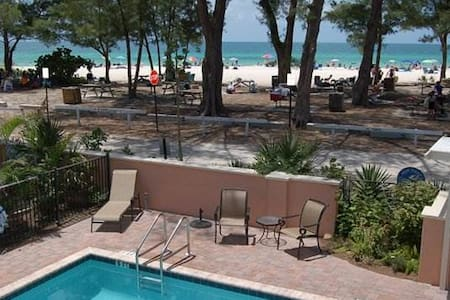 Gulf front 1BR in the heart of Anna Maria Island - Holmes Beach - Apartment