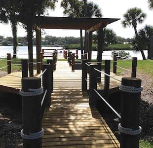 Direct Riverfront Brand New 2b2b Villas near beach - New Smyrna Beach - Villa