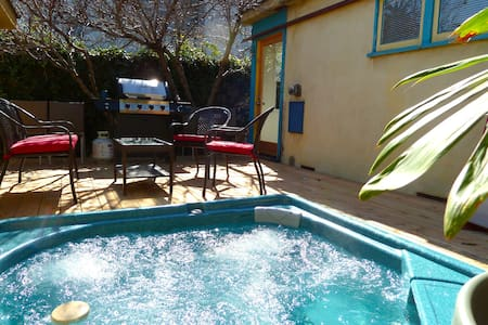 Private 2 bedroom beach home with HOT TUB +parking - Los Angeles - Apartment