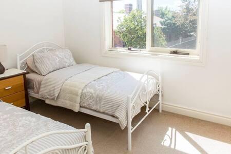 Single room close to CBD - Apartament