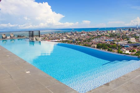 CR20N LUXURY STUDIO UNIT with Amazing InfinityPool - Condominio