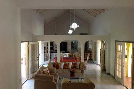 COLVIN'S B & B The Nature Room - Castries City - Bed & Breakfast