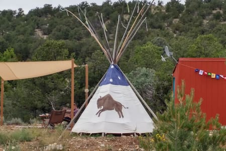 Modern Micro Cabin + Sioux Tipi; 6 acres; Privacy - San Cristobal