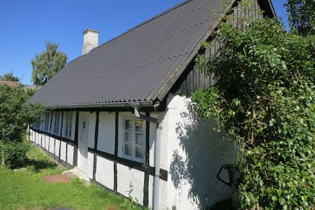 Eget landsbyhus tæt ved havet og i flot natur - Ebeltoft - Rumah