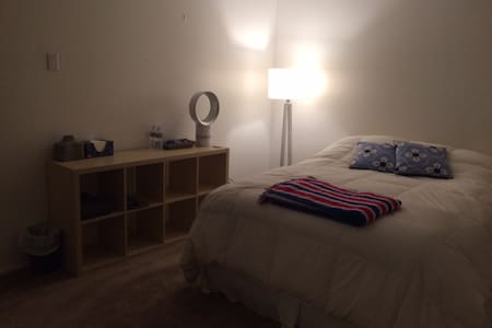 Large Private Bedroom in Tustin - Tustin - Osakehuoneisto