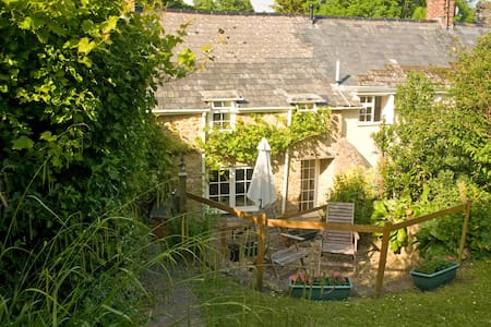 Gullivers Cottage, Shipton Gorge, Dorset coast. - Hus