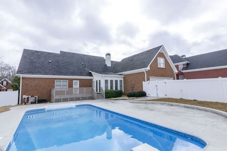 Stunning 5 BDR House, Pool - Conyers - House