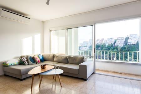 Room in Spacious Apartment near Carmel Center - Haifa