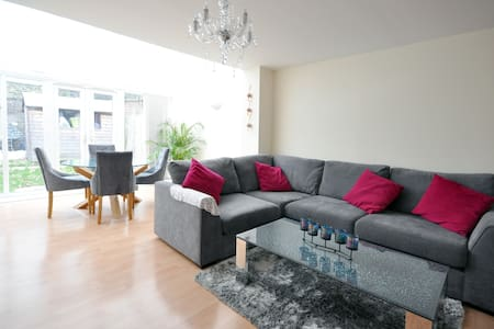 Large Family Room London - Hus
