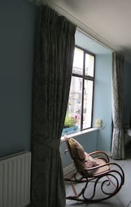 Large Double Room Ensuite in Period Townhouse - Huis