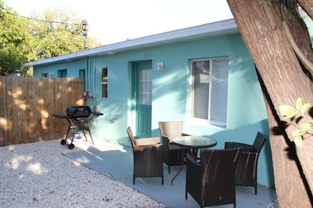 Madeira Getaway private units - Madeira Beach