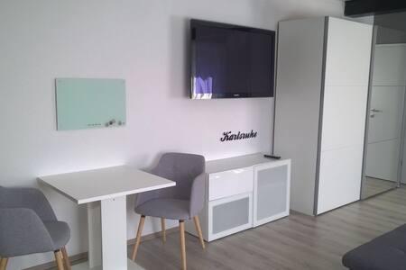 Modernes 1 Zimmer Apartment mit WLA - Hus