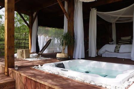 Chambre avec la cabane et son spa sud Gironde - Pension