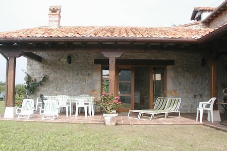 RUILOBUCA FARMHOUSE near COMILLAS - Casa