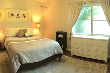 Homey 1 BR West Hollywood Apartment - West Hollywood - Apartment