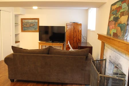 Beutiful & spacious studio near the Cascades park - Bloomington - Apartment