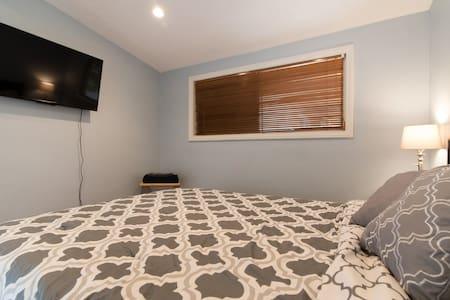 Cozy room w/ private bath & entry - Anaheim - House