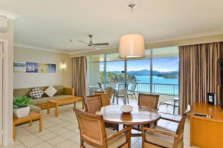Top Floor Beachfront Apartment on Hamilton Island - Apartmen