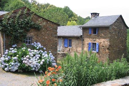 """Ancienne ferme rénovée """"maison au  volets bleu"""" - Haus"""