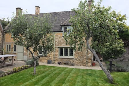 A beautiful Cotswold stone cottage - House