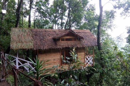 (Bustee)- Village Rejuvenation Farmhouse Treehouse - Baumhaus